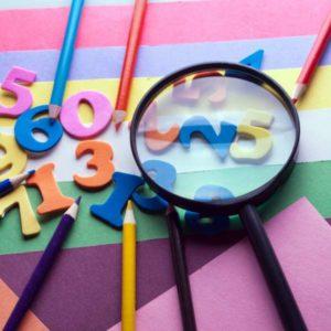 Карандаши, цифры и разные цвета